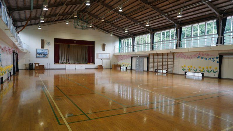 平三小学校体育館